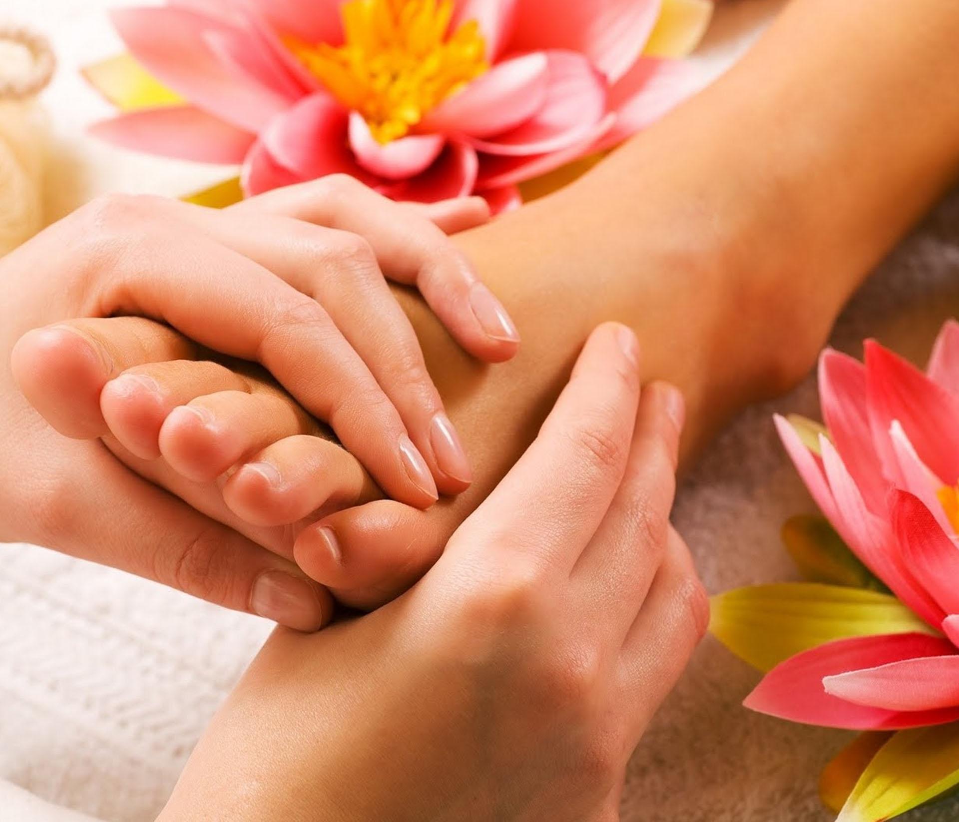 Se relâcher et oublier les urgences de la vie avec le massage érotique