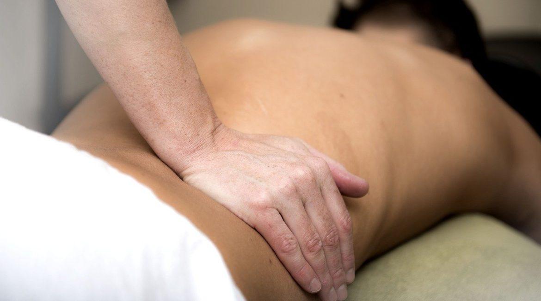Massage naturiste pas cher, à quoi s'attendre ?