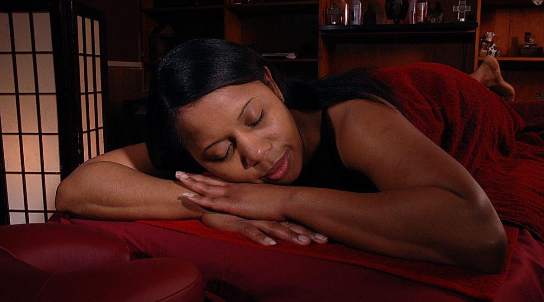 Les bienfaits d'un massage sensuel paris en été